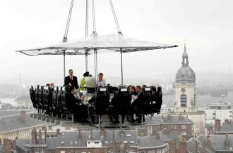 Essen in luftiger Höhe: Dinner in the Sky® kommt im Sommer 2011 nach Estland