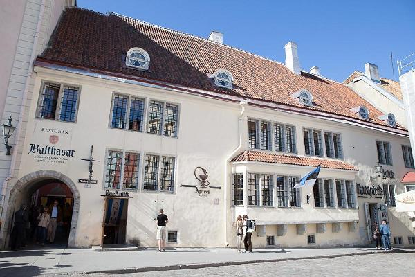 Explore Tallinn and its surroundings - the Old Town, Kadriorg & Pirita