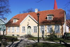 Läänemaa Museum and the former Town Hall