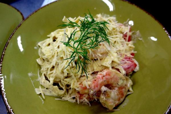 Fresh pasta with king prawns in a creamy pesto sauce