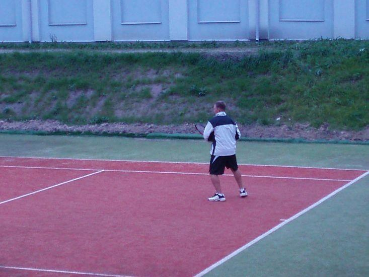 Valtu sports centre tennis court