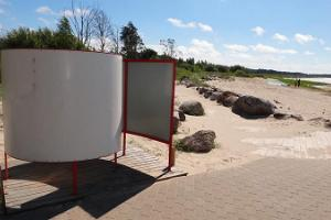 Kabli beach and a changing cubicle