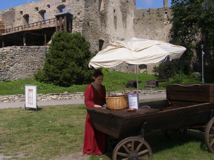 Haapsalu  Episcopal Castle almond cart