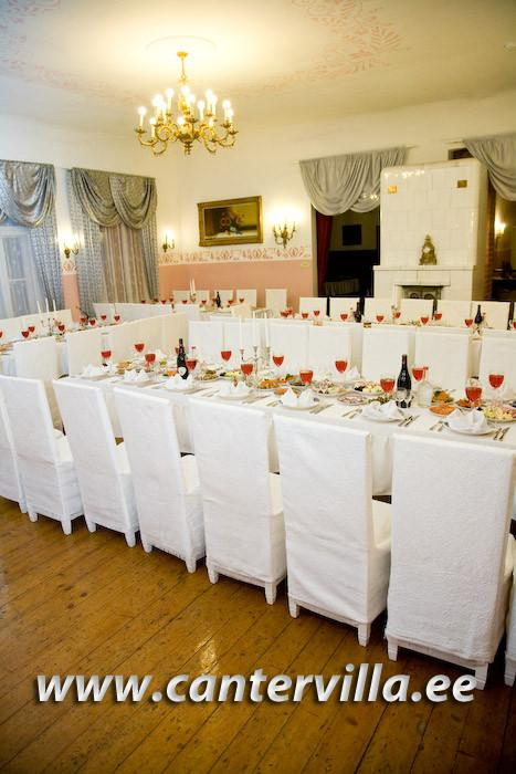 Banquet table in the Hotel Cantervilla Castle