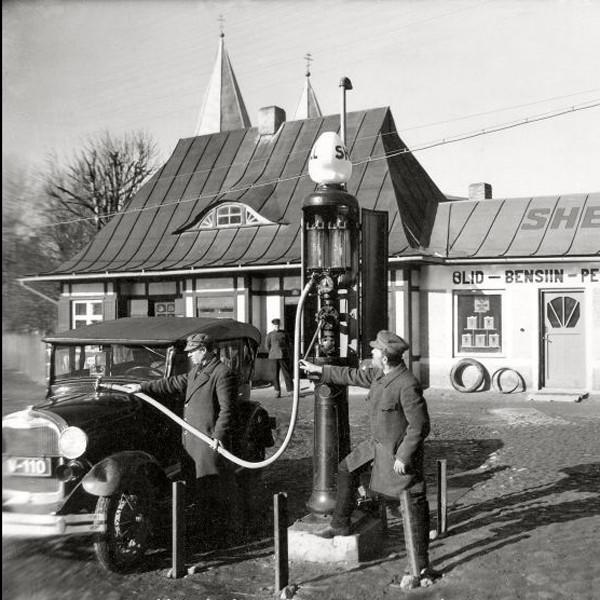 Filling station from early 20th century