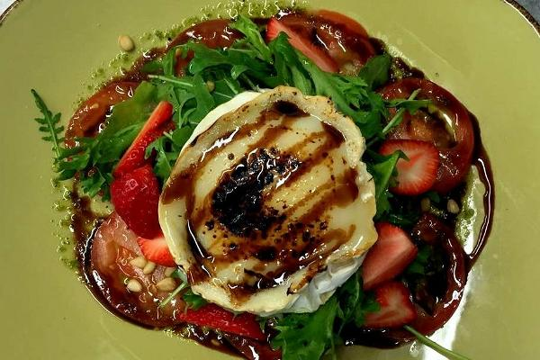 Honey-baked goat cheese with strawberries