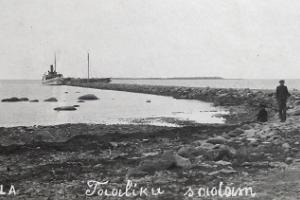 Taaliku harbour and beach (historical photograph)