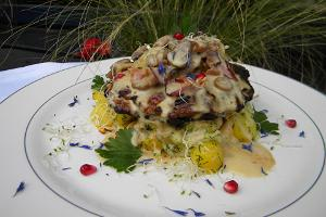 Pulled pork chop with chantarelle sauce, cheese potatoes and Pesa