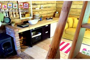 Torni Talu Holiday Cottages, barn house with a bath and a fireplace