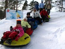 Ansomen snowtubing