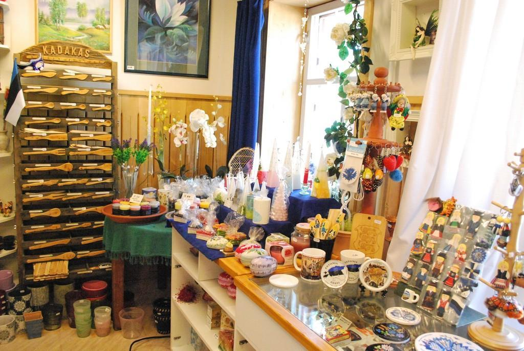 Viola's art and flower shop