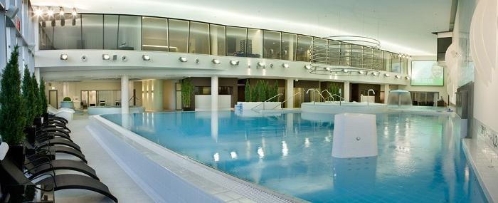 Meriton Conference & Spa Hotel – pool area