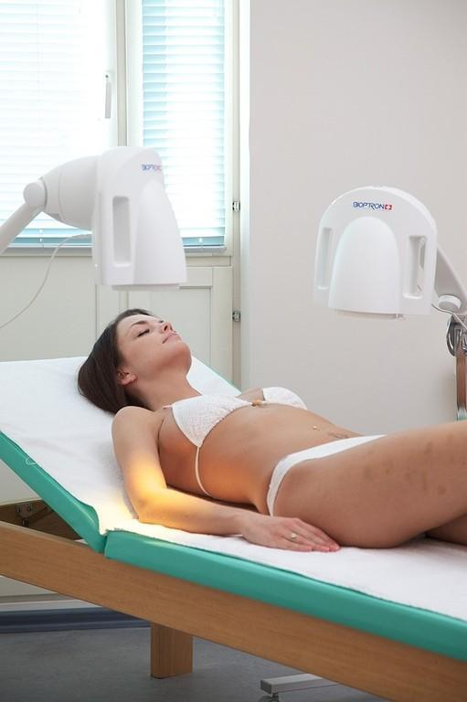 Light therapy with two Bioptron lamps