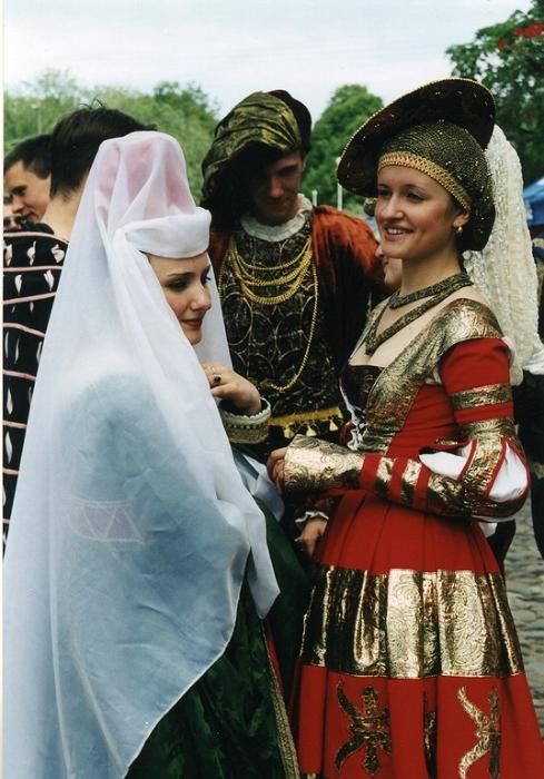The 15th Tartu Hanseatic Days make brass instruments ringing and wedding bells jingling