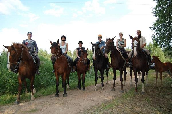 Horseback riding at the Club on Six Feet