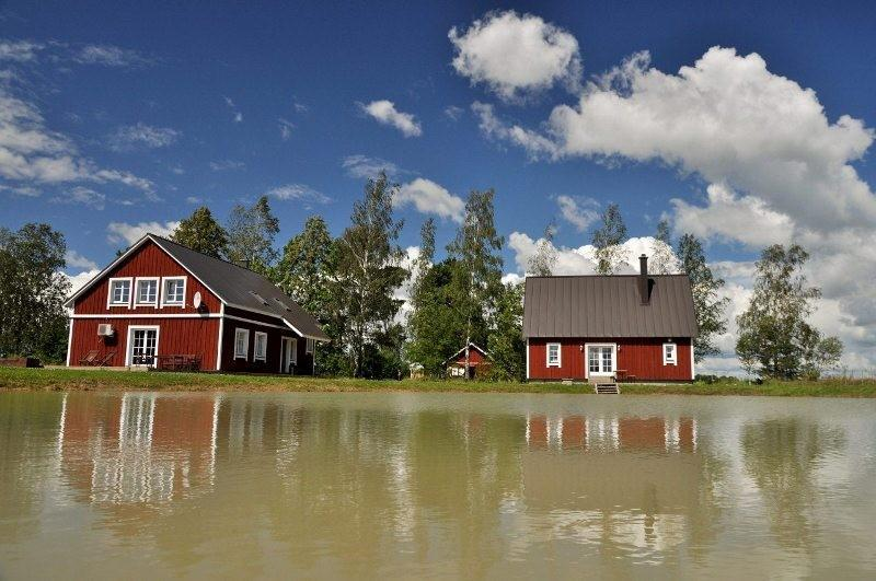 Põnka Holiday Farm - buildings and pond