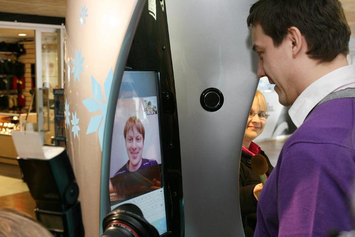 World's First Skype Phone Booth Open at Tallinn Airport