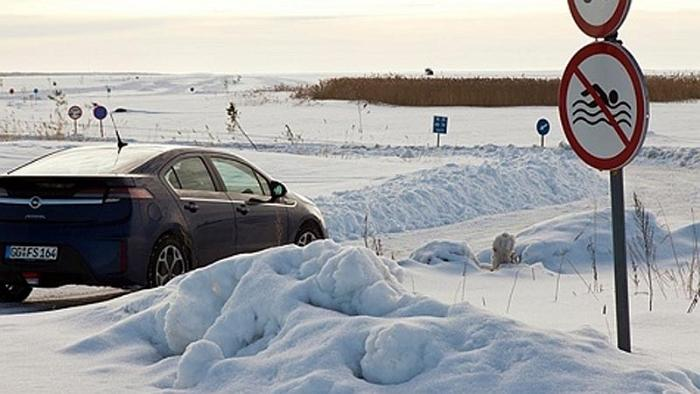 'Top Gear' Crew Speeds Over Estonian Ice Road