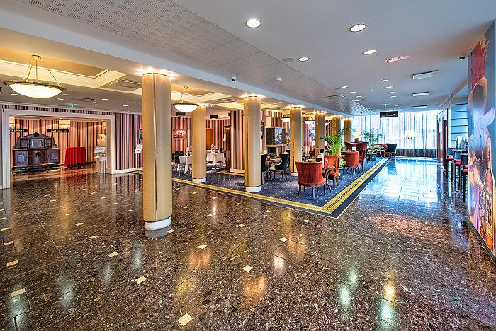 Meriton Grand Conference & Spa Hotel - foyer and Cubano bar