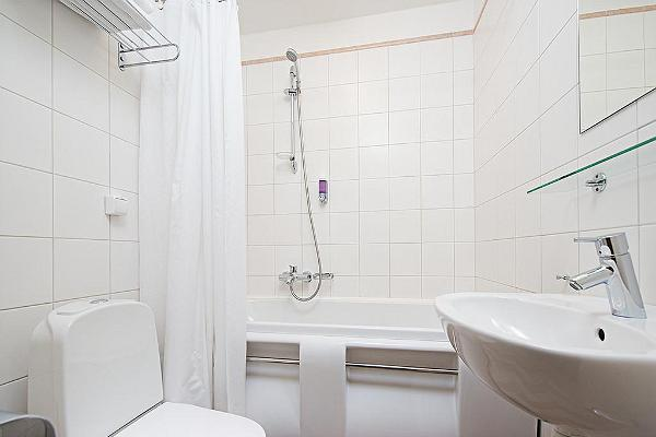 Meriton Old Town Hotel - bathroom/WC 2
