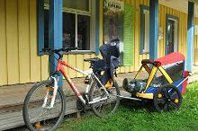 Family cycling tour service