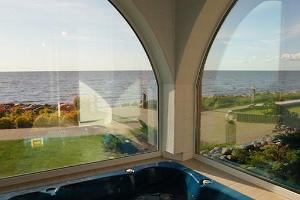 Sea views from the jacuzzi in the sauna