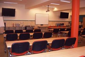 Seminar, training, meeting and conference room (large classroom)