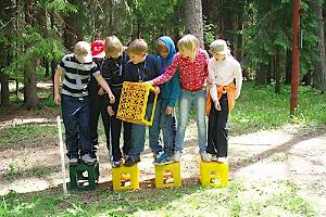 "Easy team building game ""Treasure Hunt"""