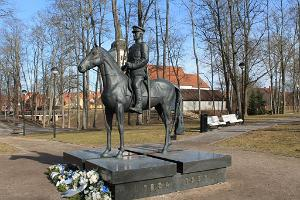Equestrian statue of General Johan Laidoner