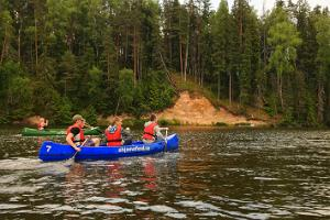 Canoeing on River Ahja with a pancake picnic