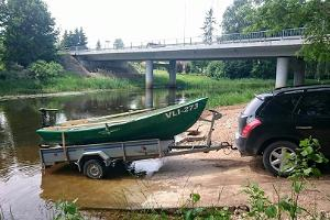 A boat with an electric motor and a trailer for rental on the River Võhandu