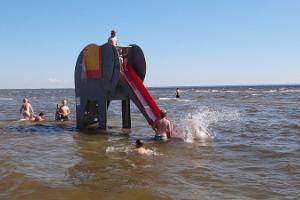 Die coolste Kinderattraktion am Strand Pärnu - Strandelefant!