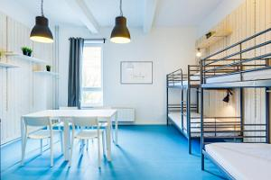A room for six with bunk beds