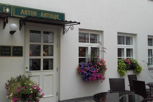 Barokk, a fine arts and antiques store