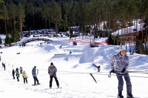 Snowboarding park and alpine skiing at Valgehobusemägi