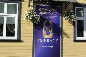 Embrace Guestrooms & Apartments (Embracen vierashuoneet ja asunnot)