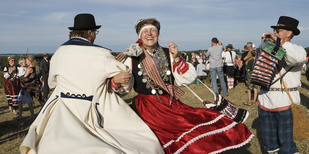 Dressing traditionally - Estonian folk costumes