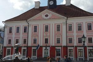 Town Hall Square buildings and Tartu history