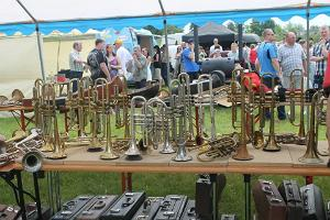 Antiques fair and brass band evaluation in Lavassaare village
