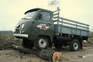 Driving an UAZ off-road vehicle on an obstacle course in LaitseRallyPark