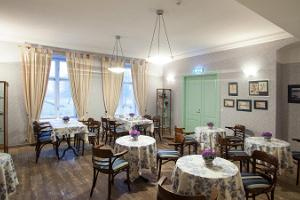 Restaurant in Loona Manor