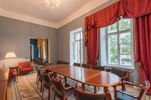 Kernu Manor meeting room for 12