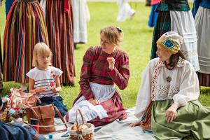 Wearing folk costumes in Tartu