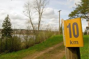 Hiking trail around Lake Viljandi
