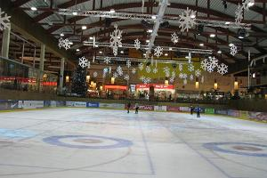 Lõunakeskus shopping and recreation centre, ice rink