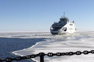 Discover the island of Kihnu in winter, arrival of