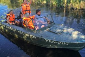 Discovering the Onion Route by boat