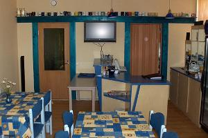 Perjatsi Lodgings – kitchen and dining room