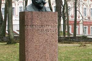 Monument of Amandus Adamson